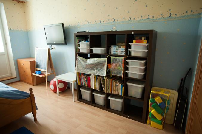 полочки в детской комнате