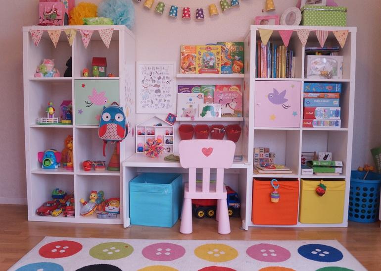 цветной стелаж для ребенка