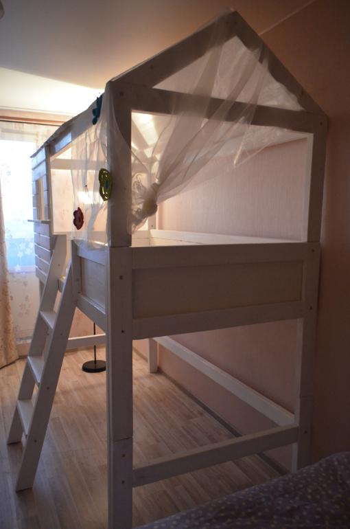 высокая кроватка-домик