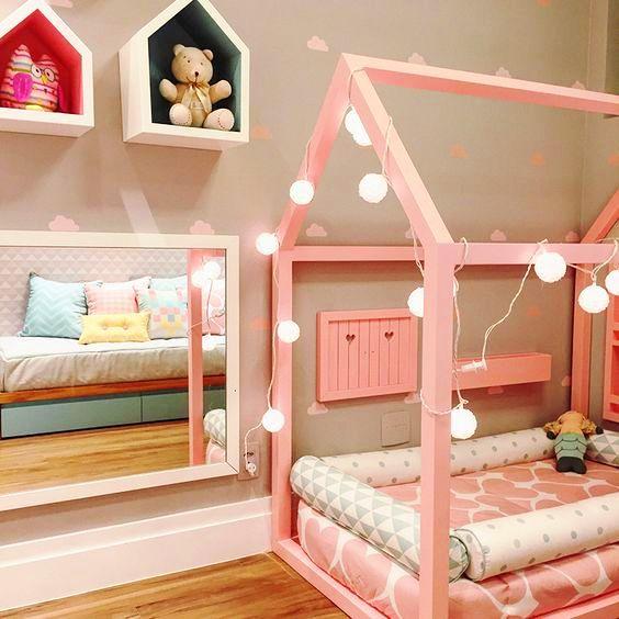 розовая кровать-домик