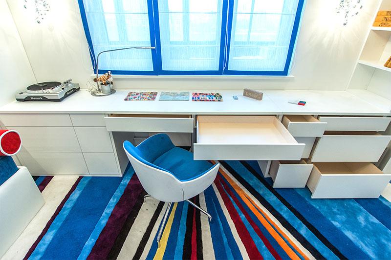 стильный стол подоконник