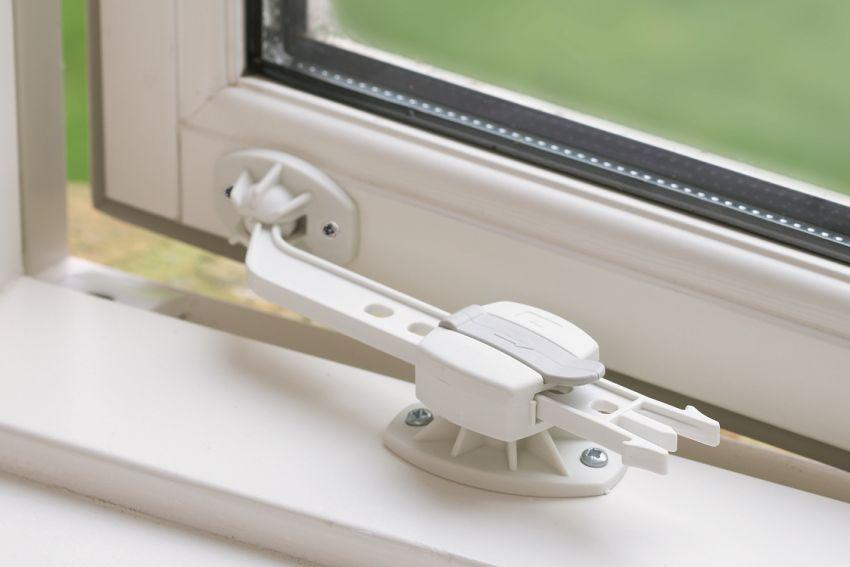 раздвижной фиксатор для окна
