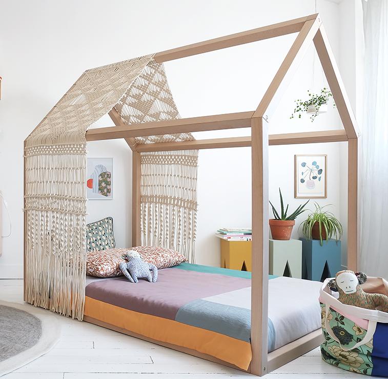 открытая кровать-домик