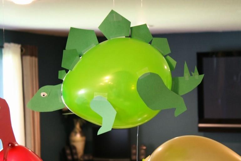 динозавр из воздушного шарика