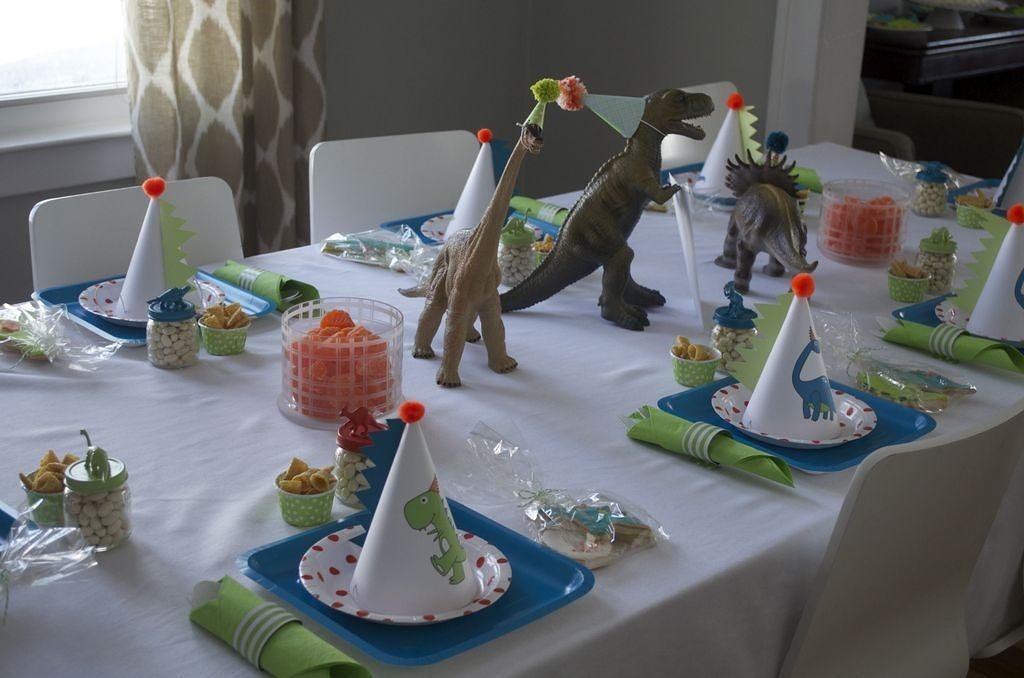 декор стола динозавры