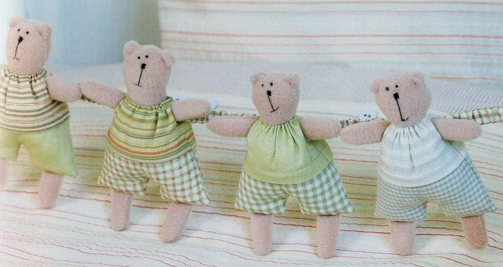 игрушки в кроватку
