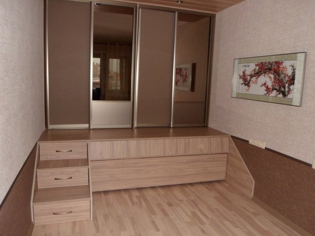 подиум в комнате