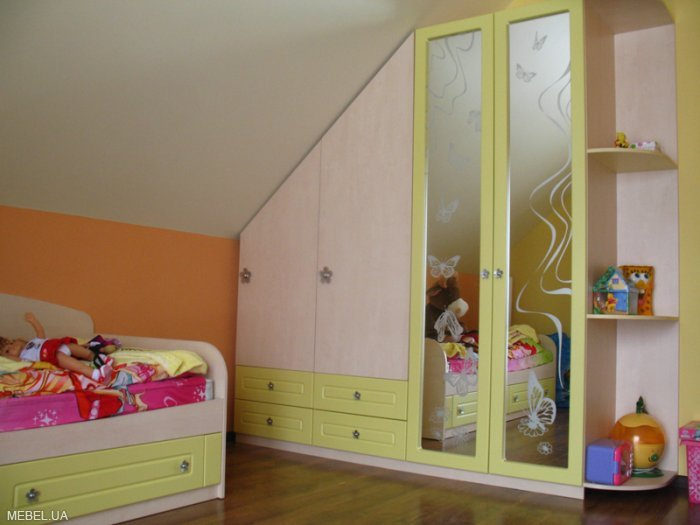 шкаф на мансарде