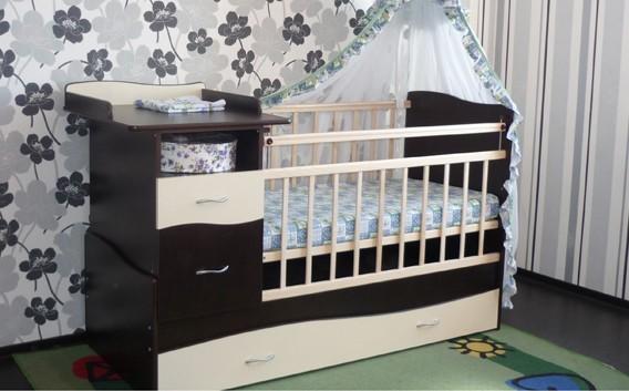 кровать с пеленеальным столиком