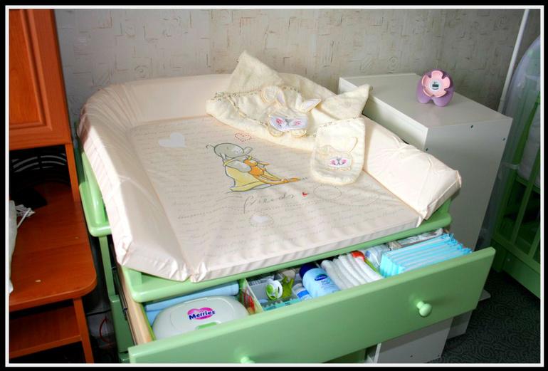 Удобный пеленальный столик с комодом